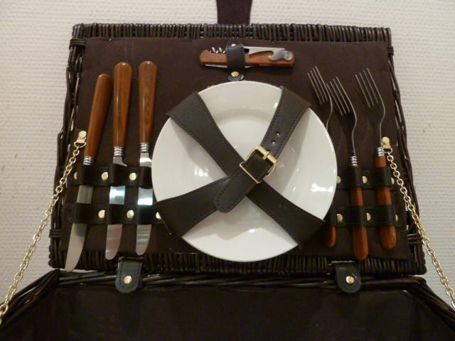 panier pique nique 4 couverts articles cadeaux armurerie boichut balaguer. Black Bedroom Furniture Sets. Home Design Ideas
